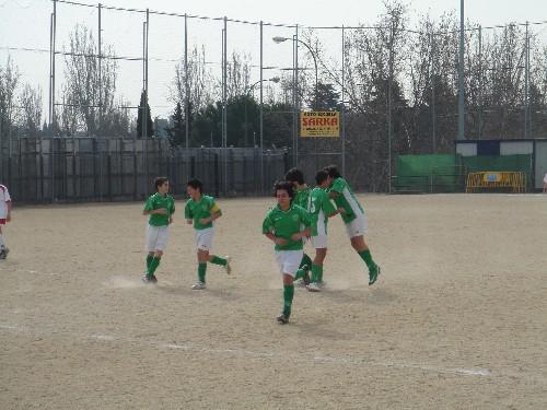 El equipo celebrando uno de los dos goles que materializo