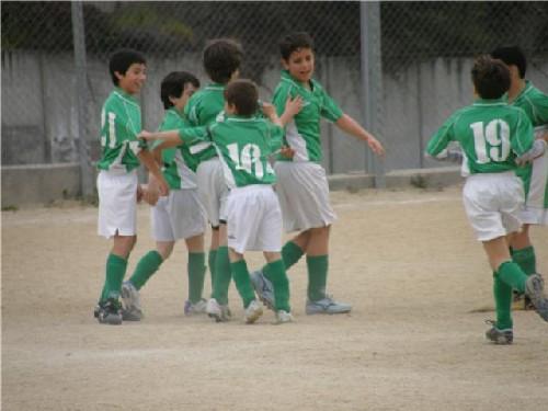 Todo el equipo Alevín celebrando el primer gol del partido