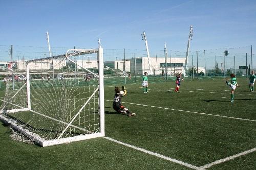 Alejandro Pérez tirando un penalty