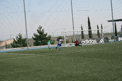 Tercer gol de Daniel Ortiz que entra por la escuadra
