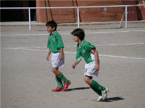 Óscar e Ismael muy atentos al desarrollo del partido.