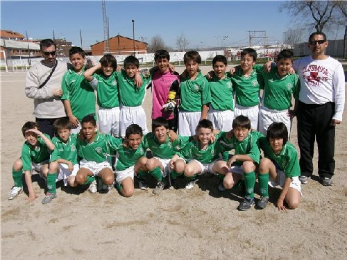"""Foto del equipo Alevin """"A"""" antes de empezar el partido contra el C.D.Barajas"""