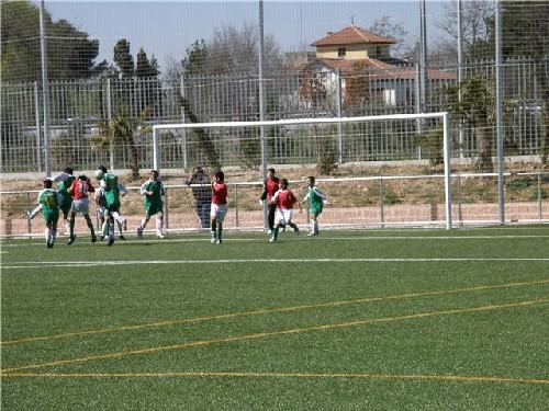 Una jugada dentro del área de la A.D.Juventud Torrejón