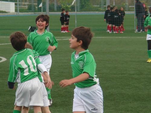 El equipo celebrando uno de los 5 goles a favor que metió en el partido