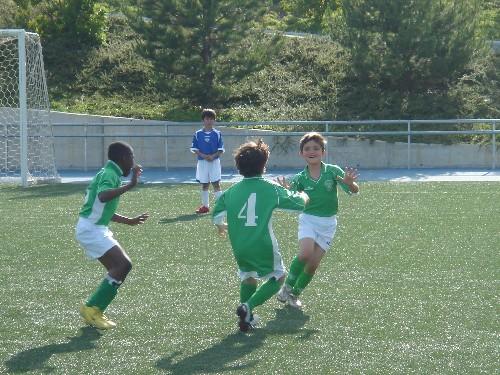 Rodrigo celebrando su gol en el partido.