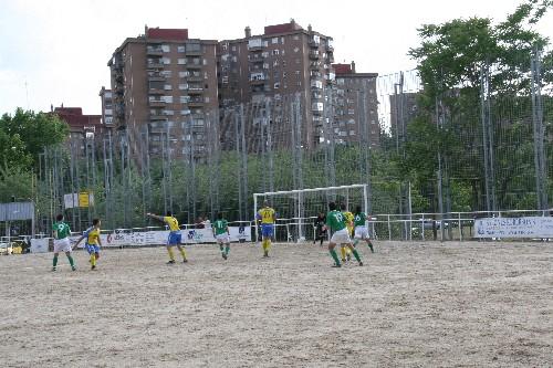El equipo defendiendo una jugada dentro de nuestra área