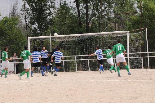 Ocasión de gol que desbarata el portero del Pakopolidis.