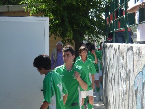 Entrando en el vestuario tras finalizar la primera parte con 1-0