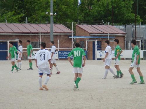 Foto de nuestro equipo realizando marcajes muy estrechos sobre los jugadores rivales