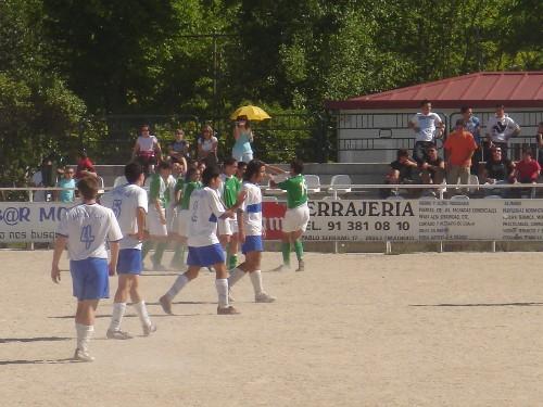 Celebración del gol del empate obra de Andoni Carrasco de cabeza.