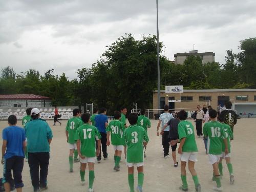 El equipo una vez finalizado el partido se dirigió a los vestuarios a celebrar la victoria