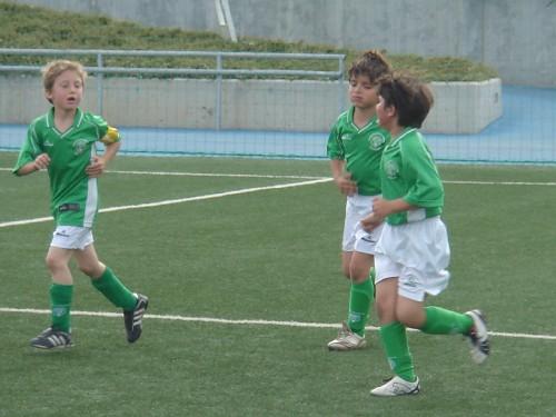 Alex y Rodrigo celebrando el cuarto gol de Nicolas