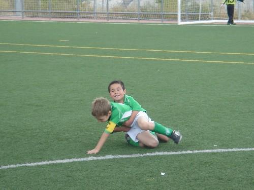 David celebrando un gol con Alejandro.