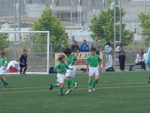 El equipo celebrando uno de los goles en el Torneo.