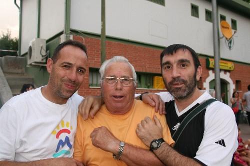 """Marcelino rodeado de Jesús (Ent. Afic """"B"""") y Fernando (Ent. Afic """"A"""")"""