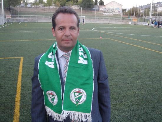 Moncho pisando el Nuevo Campo de Fútbol de la A.D.Esperanza