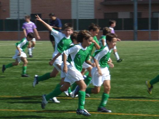 Volviendo a las posiciones tras marcar otro de los goles.