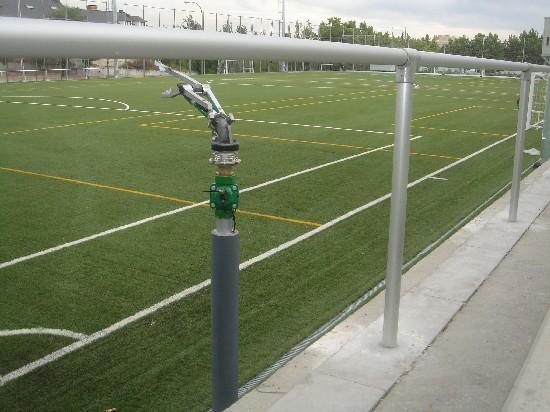 Uno de los 6 cañones de agua del campo de fútbol