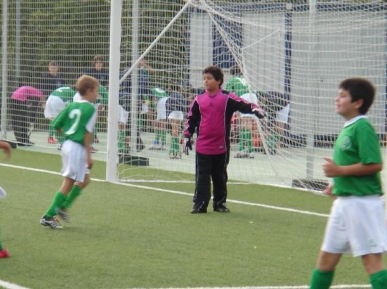 Miguel colocando a su defensa en un corner defensivo.