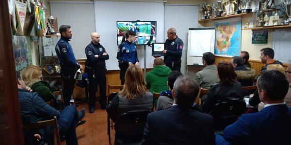 Charla de la Policia Municipal a los padres de la A.D.Esperanza